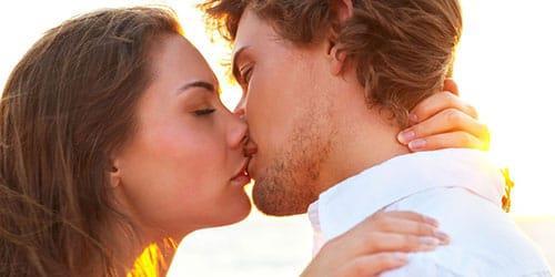 целоваться в губы с мужчиной во сне