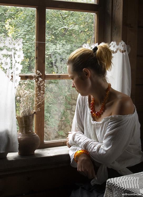 К чему снится женщина в окне