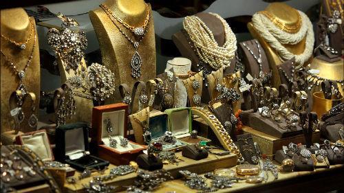 много золота в изделиях
