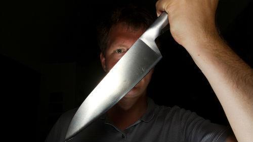 К чему снится защищаться ножом от нападения фото