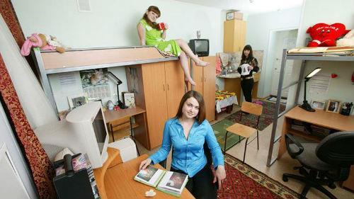жить в общежитии