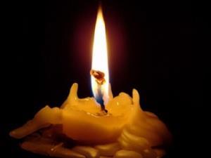 Огарок свечи - символ бедственной ситуации