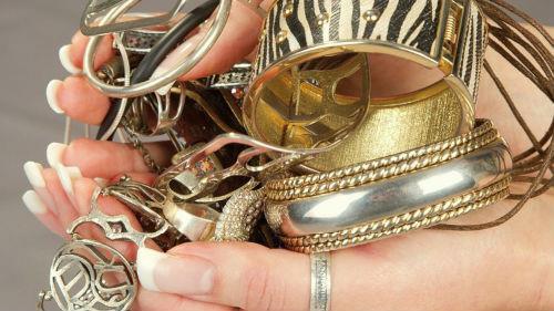 похитить золотые украшения