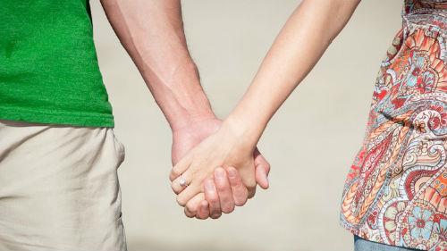 к чему снится что мужчина держит за руку