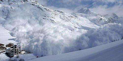 обрушилась снежная лавина