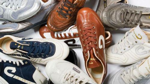много обуви дома