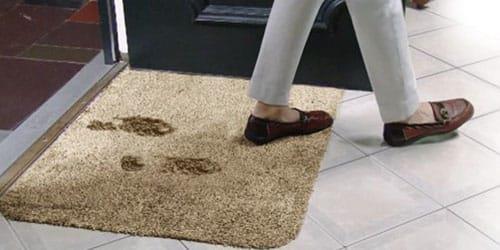 ходить в грязной обуви по квартире