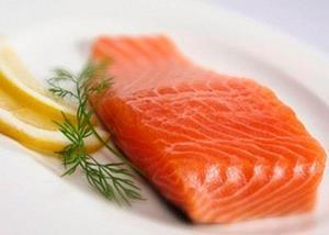 Кусок красной рыбы