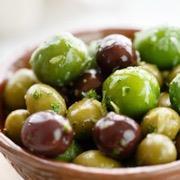 тарелка с оливками