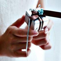 Выясняем, к чему снится дарить подарки или получать их
