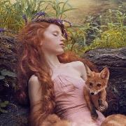 Девочка с лисичкой