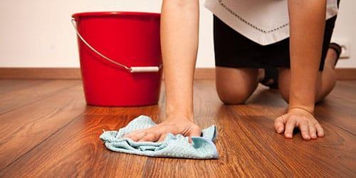 мыть пол у родителей в доме