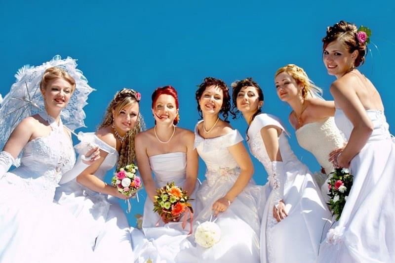 К чему снится много белых платьев фото