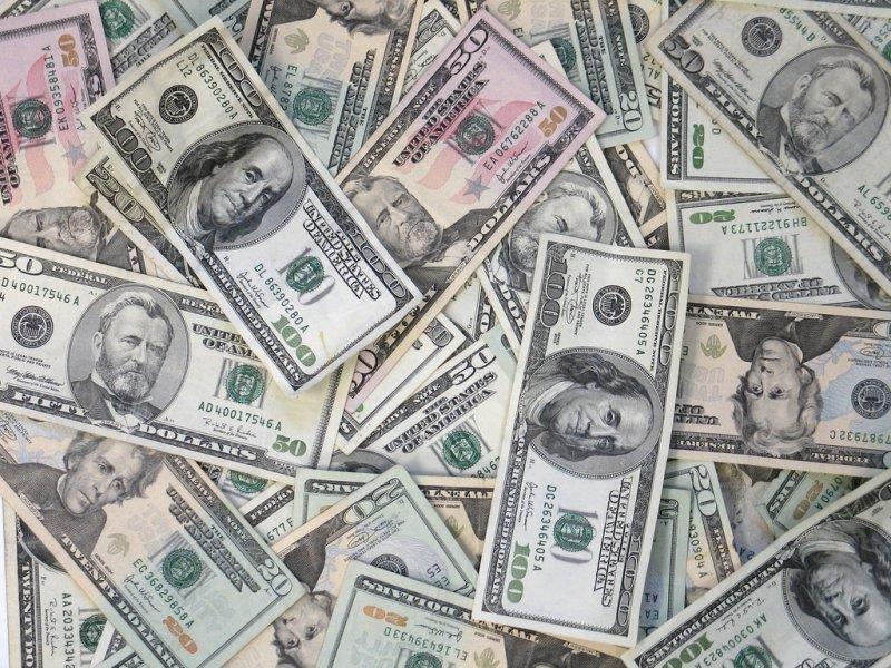 К чему снится доллары женщине