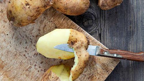 Если же сам спящий с удовольствием пробовал аппетитные блюда из картофеля, то можно готовиться к получению крупной финансовой выгоды.
