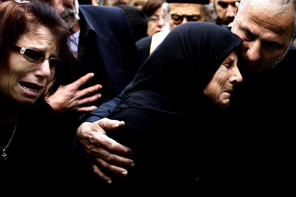 К чему снится плакать на похоронах