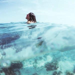 Купаться в океане