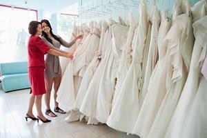 Выбирать свадебное платье
