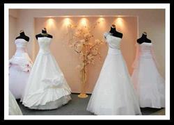 Платья на витрине