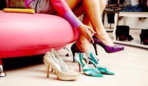 Мерить туфли