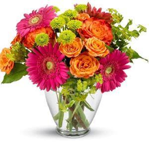 Живые цветы в вазе