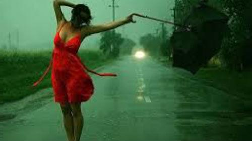 попасть под проливной дождь