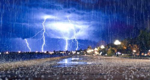 попасть под дождь с громом и молнией