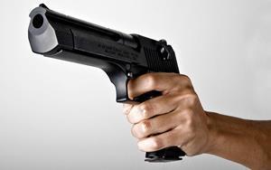 С пистолетом