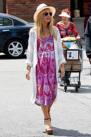 Рэйчел Зоуи в платье и шляпе в стиле Бохо