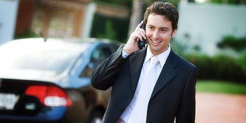 говорить по телефону