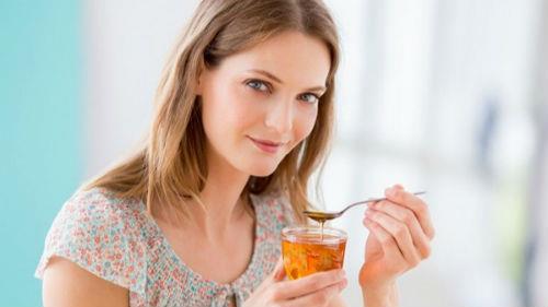 к чему снится кушать мед женщине