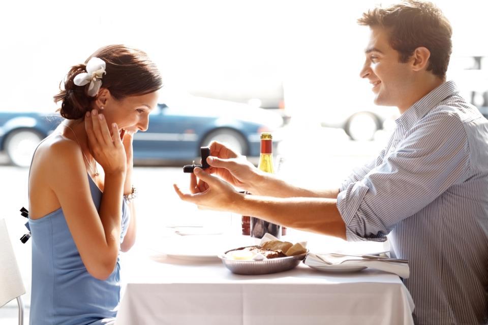 Если во сне Вам дарят кольца - этот сон однозначно вещий