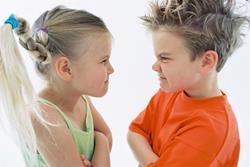 Брат с сестрой ссорятся