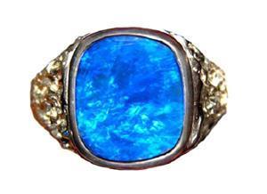 Перстень с голубым опалом