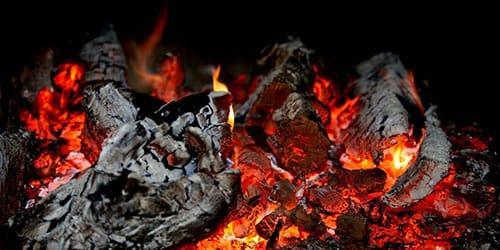 горящие дрова