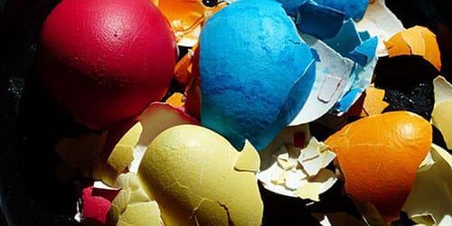 скорлупа от крашенных яиц