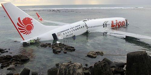 падение самолета в воду