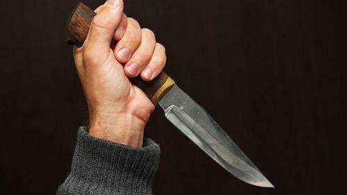 нож в спину во сне