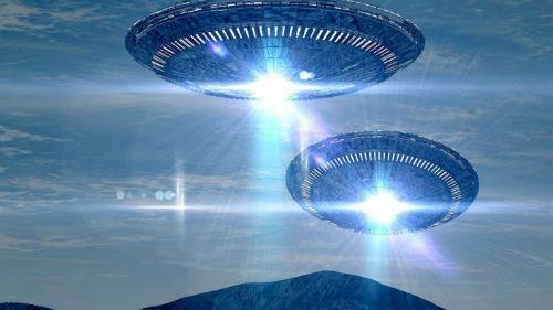 летающая тарелка с пришельцами