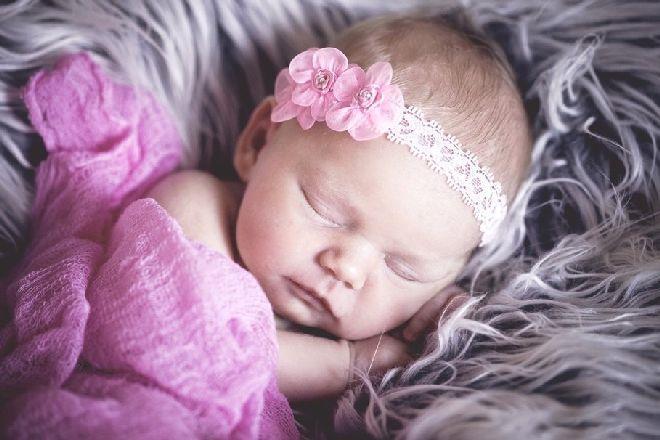 К чему снится маленькая девочка, видеть во сне маленькую девочку - подробное толкование сна