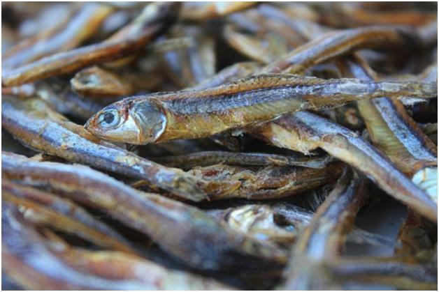 Мелкая сушеная рыба