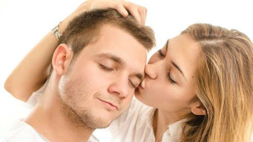 целовать любимого