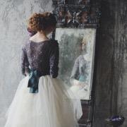 Девушка у зеркала