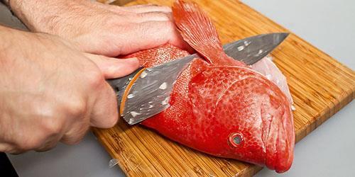 разделывать рыбу