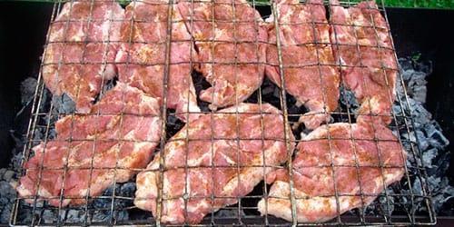 жарить сырое мясо