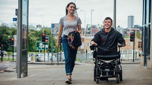 мужчина инвалид с женщиной