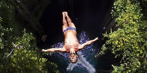 лететь с обрыва в водопад