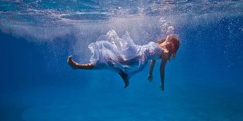упасть в воду во сне