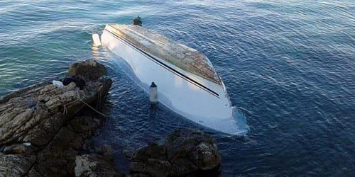 лодка перевернулась