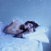 бить кого-то во сне